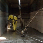 Leaking container area cleaning for container vessels